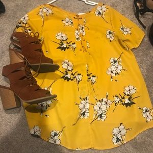 Tops - Yellow floral slit-back blouse